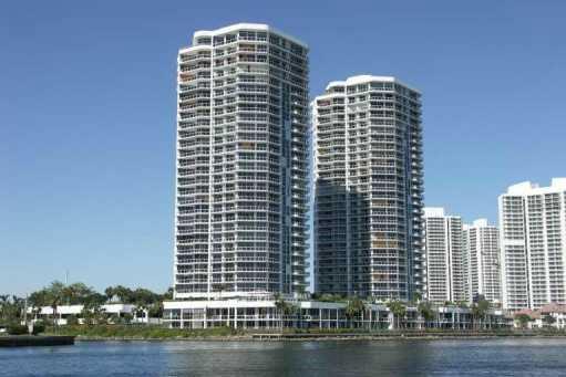 One-Island-Place-condominium-Aventura
