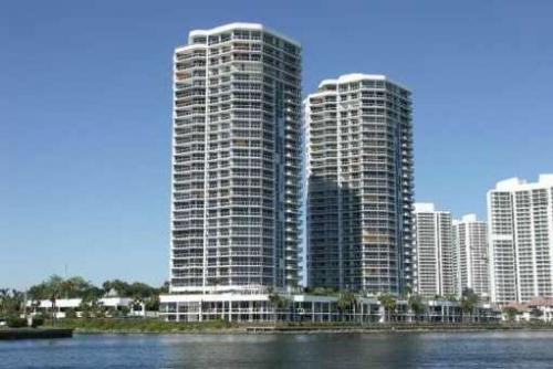 One-Island-Place-condominium-Aventura
